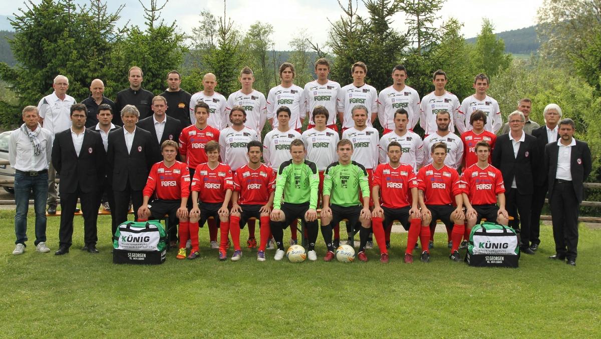 teamfoto-neu-komplett-2011_12