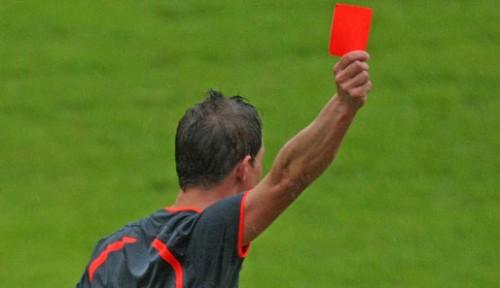 schiedsrichter-rote-karte